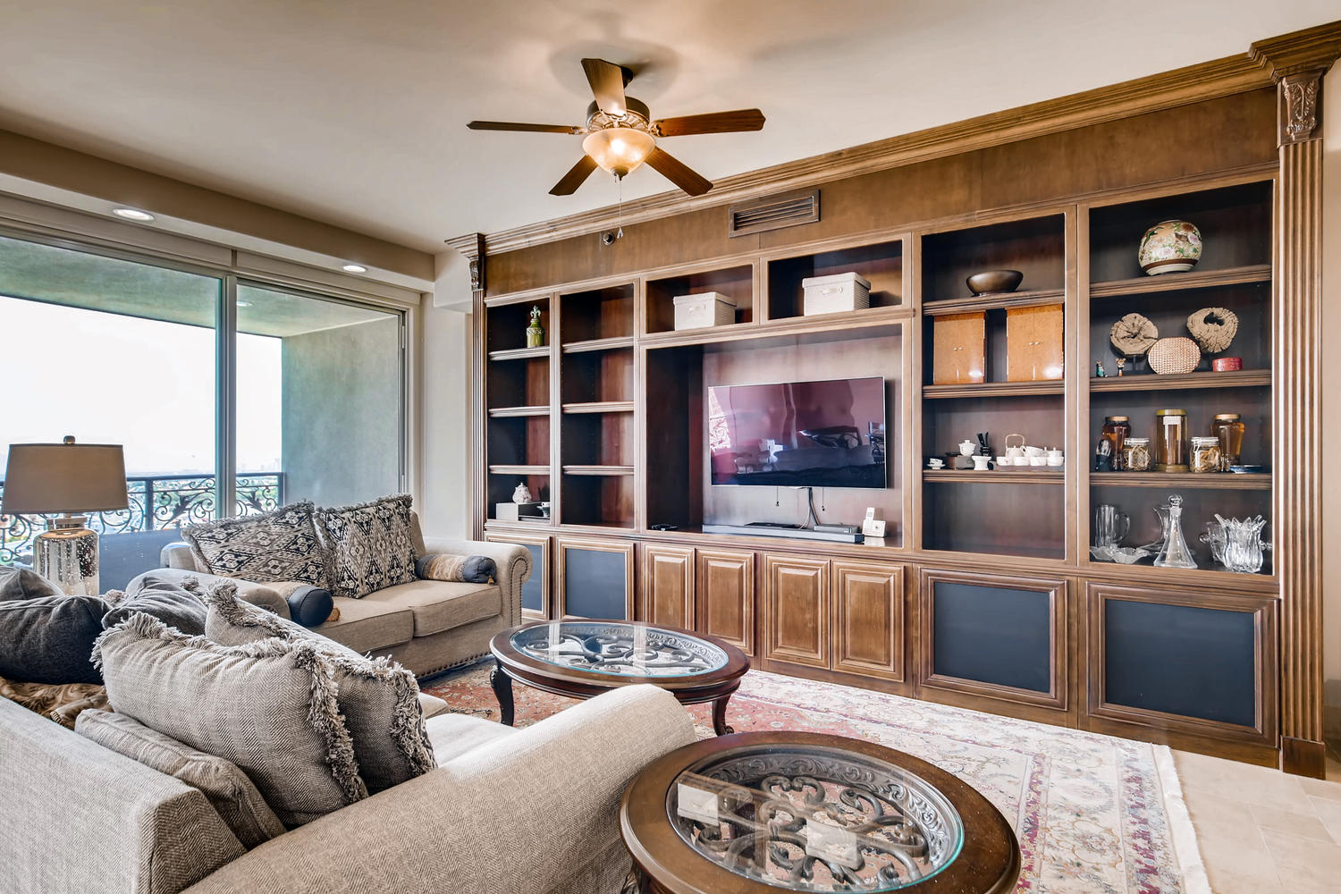 9103-alta-607-las-vegas-nv-large-002-3-living-room-1500×1000-72dpi