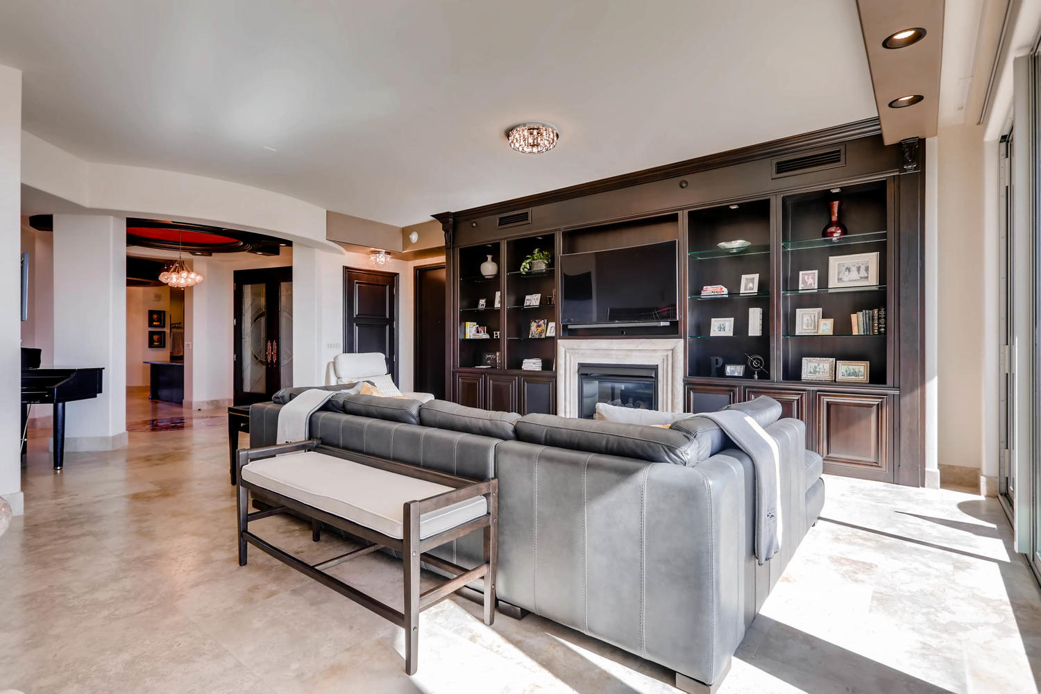 9101-alta-dr-803-las-vegas-nv-large-003-4-living-room-1500×1000-72dpi