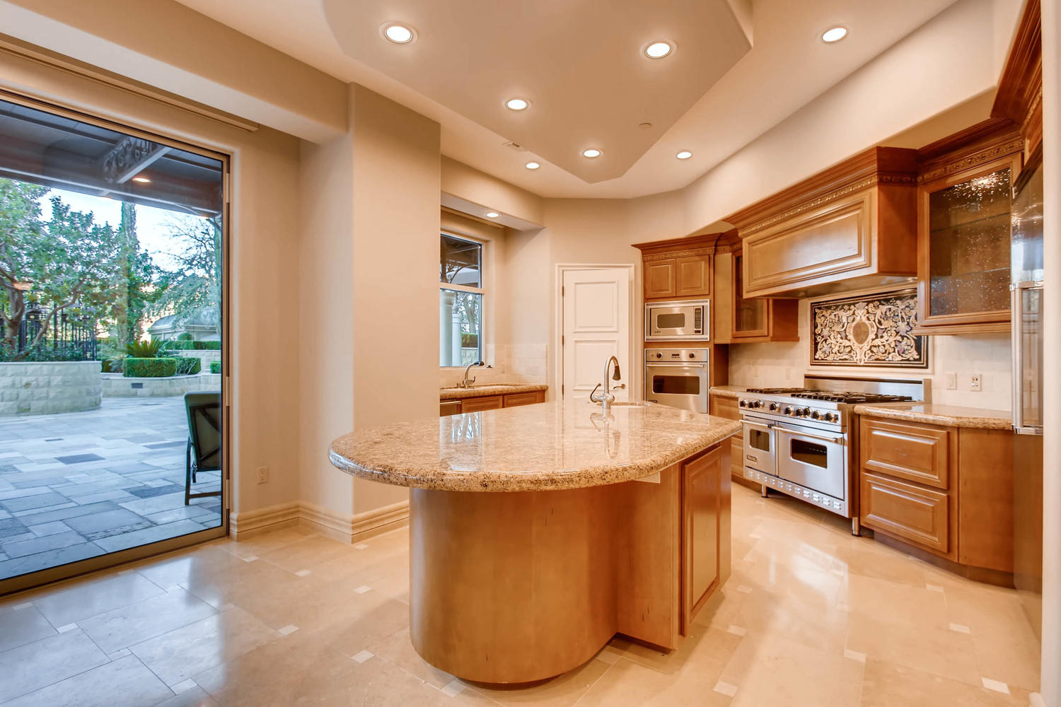 9101-alta-101-las-vegas-nv-large-011-8-kitchen-1500×1000-72dpi