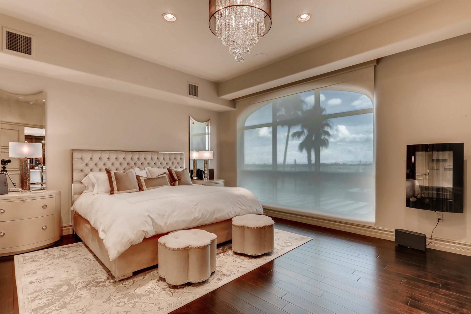 9101-alta-15-las-vegas-nv-large-007-11-master-bedroom-1500×1000-72dpi