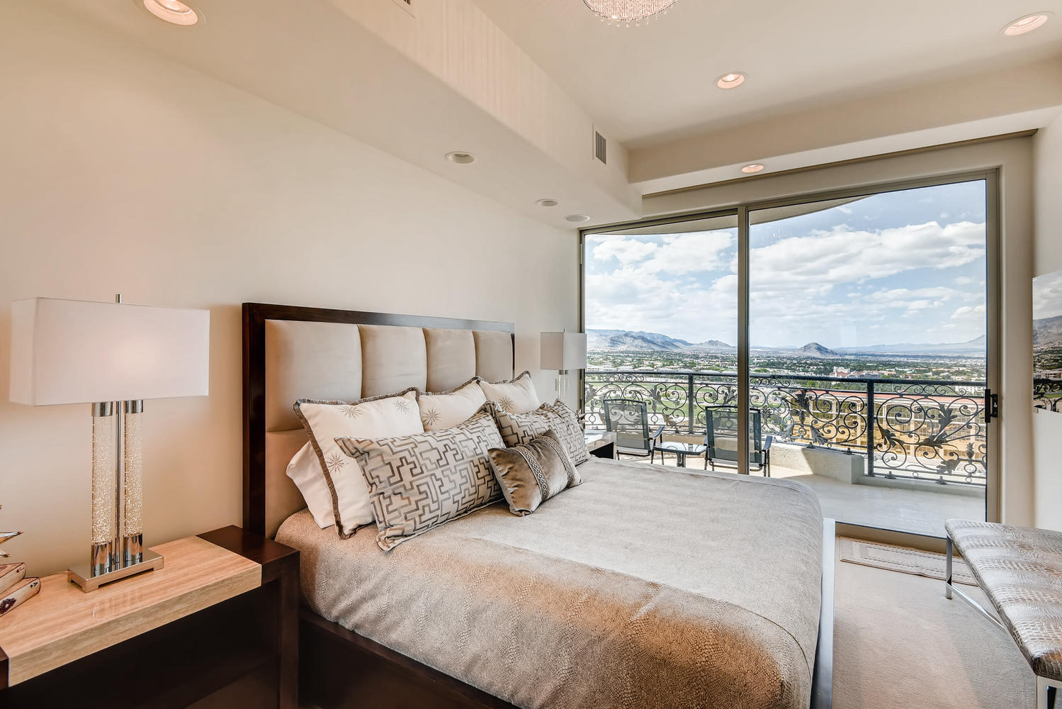9101-alta-dr-1703-las-vegas-nv-large-024-23-bedroom-1500×1000-72dpi
