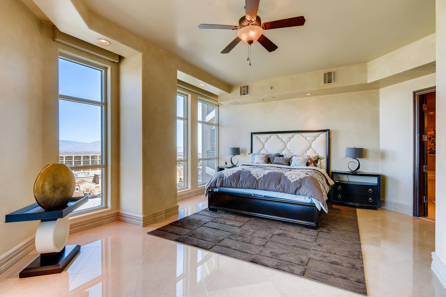9103-alta-dr-1202-las-vegas-nv-large-013-010-master-bedroom-1500×1000-72dpi